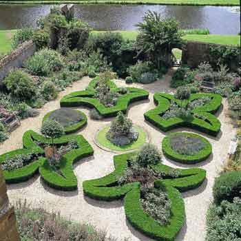 Garden Broughton Castle
